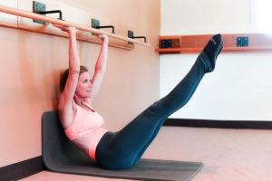 allenamento alla sbarra immagine donna